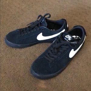 detailed look b56c1 a60a0 Nike SB Air Zoom Blazer Low GT